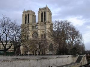 http://es.wikipedia.org/wiki/Archivo:Notre-Dame_de_Paris_Winter.jpg