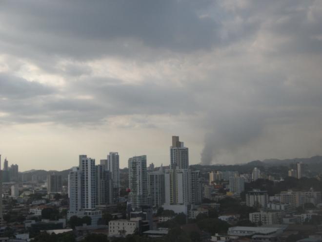 Foto tomada desde mi apartamento en San Francisco, Ciudad de Panamá el 21 -3-2012 aprox 6pm